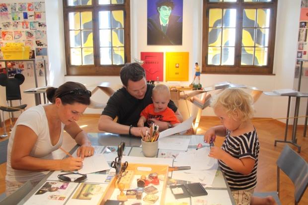 Familie Wölke aus Karlsruhe kreiert für die Grossmutter in Tasmanien eine Postkarte.